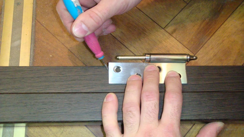 Установка двери с тремя петлями своими руками