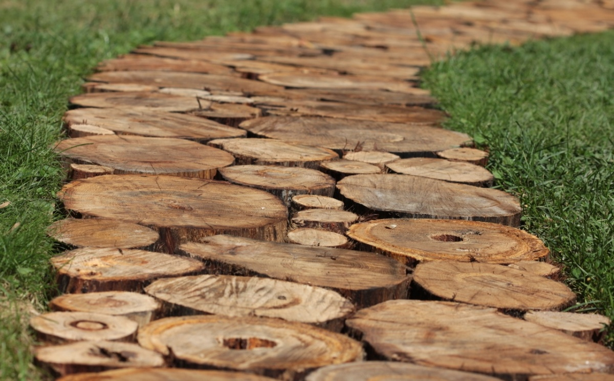 Площадка из спилов дерева