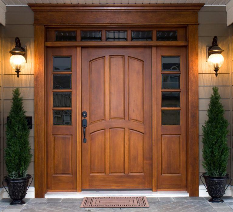 Дверь деревянная входная уличная