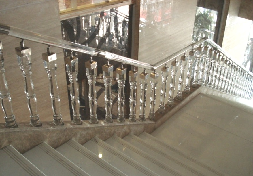 Деревянные ступени для лестниц по низкой цене в Челябинске